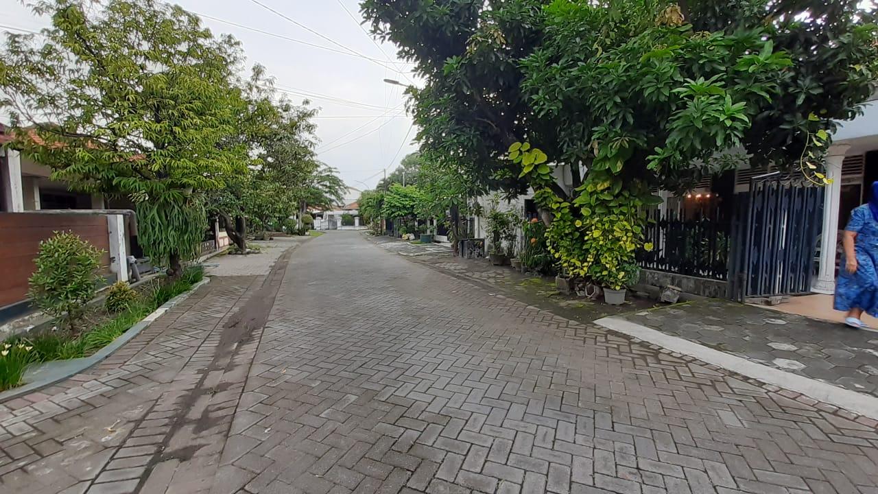 Rumah Ketintang baru dekat unesa jalan depan lebar 3 mobil ,wa