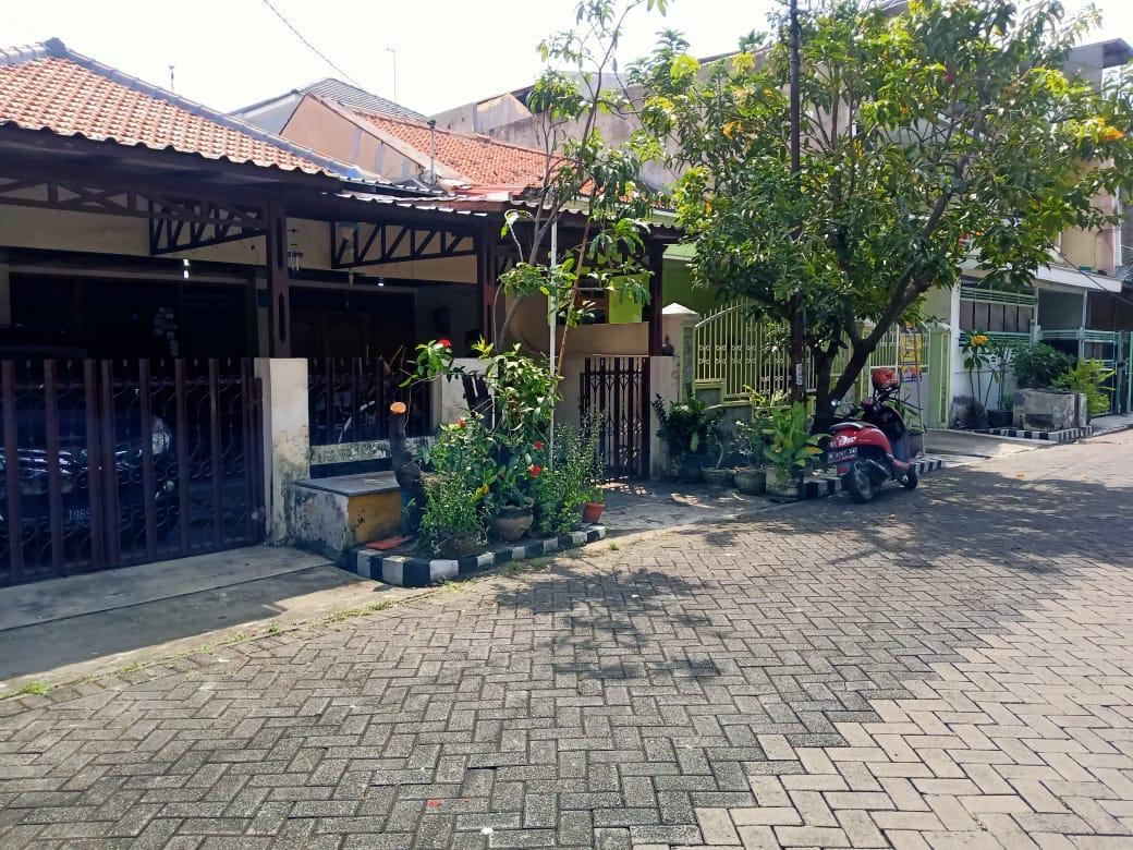 Rumah lama Barata Jaya strategis tidak jauh dari jalan utama