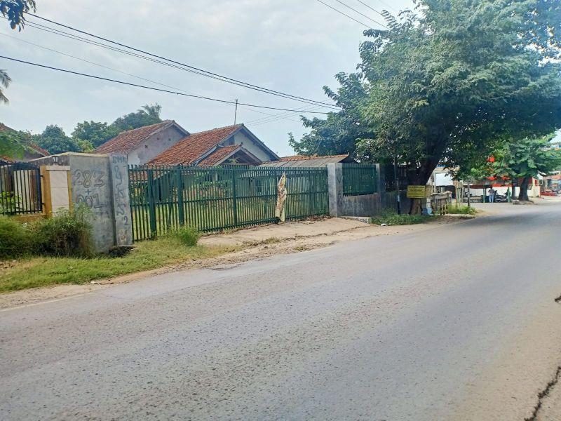 Dijual Tanah Dengan 2 Rumah Strategis di Cibatu Purwakarta